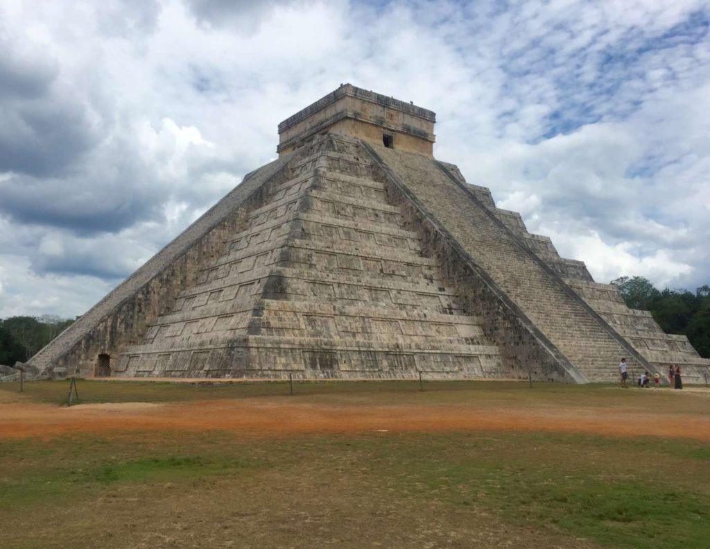chichen-itza-mayan-yucatan-mexico-discovering-yutacan