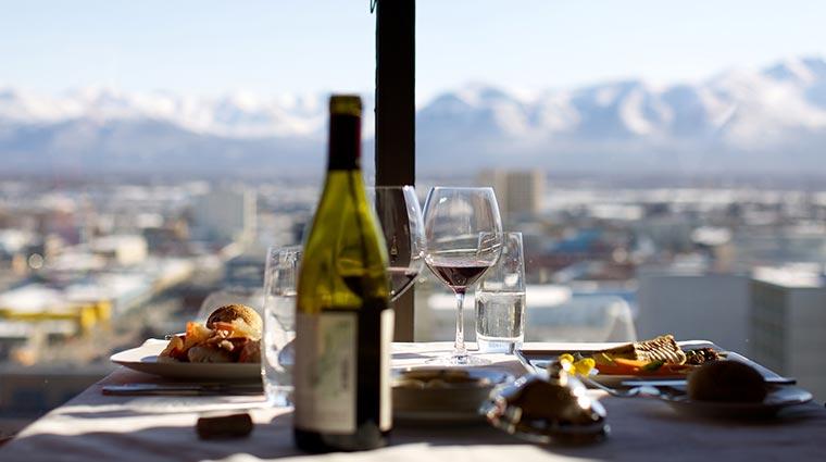 Property-CrowsNest-Restaurant-DiningDetail-CreditHotelCaptainCook