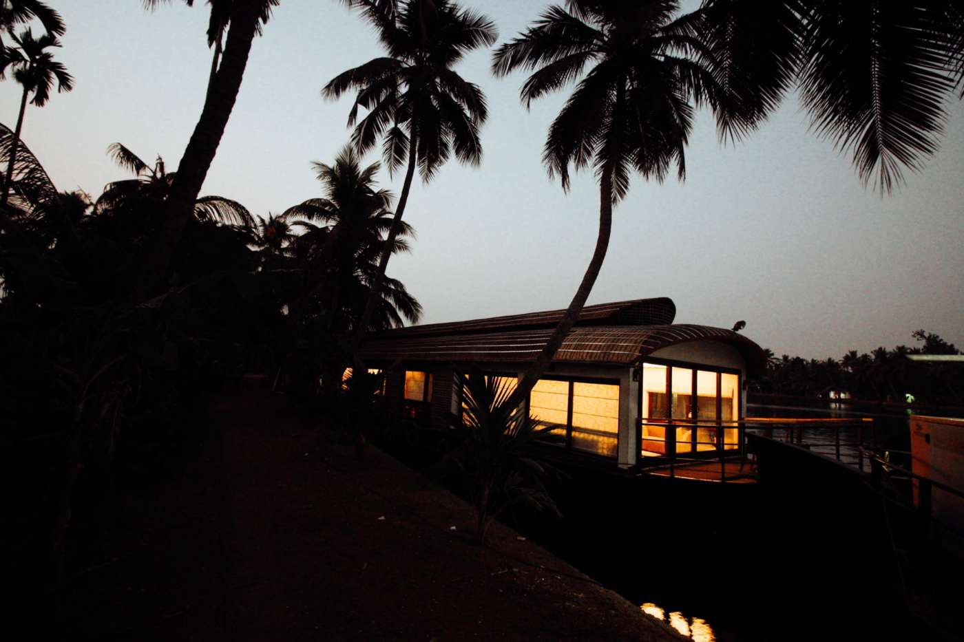 sleeping-on-a-houseboat-alleppey-india