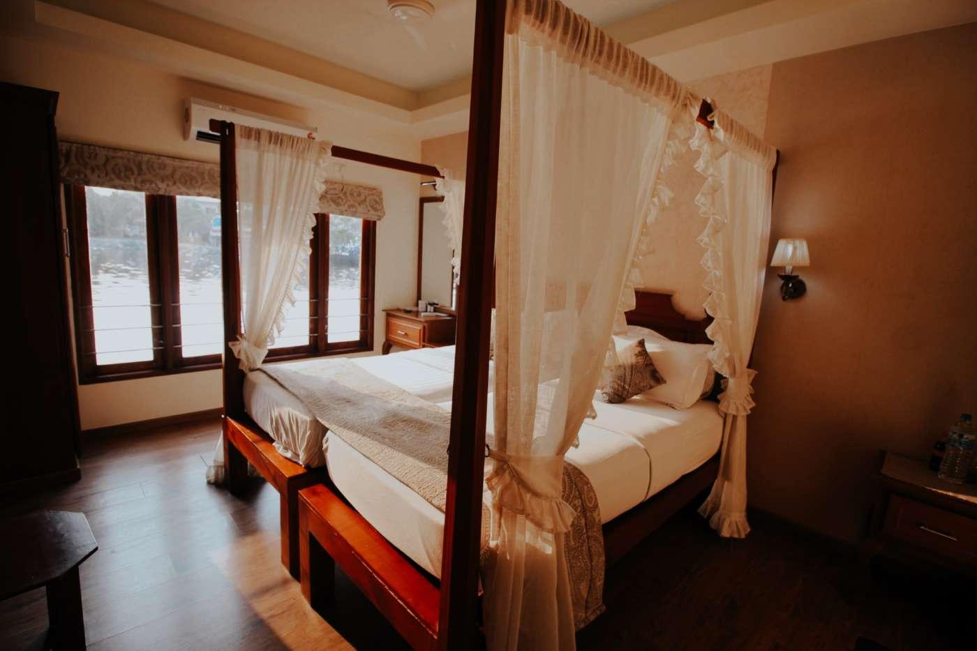 kerala-houseboat-interior