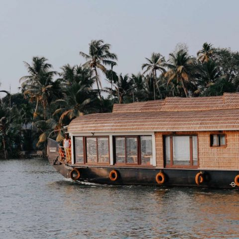 sleeping-in-a-houseboat-alleppey-india